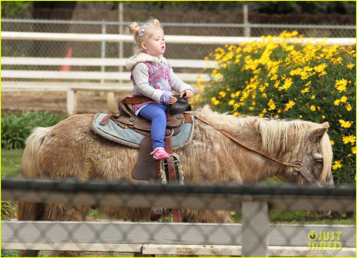 amy adams aviana goes for a pony ride 172800336