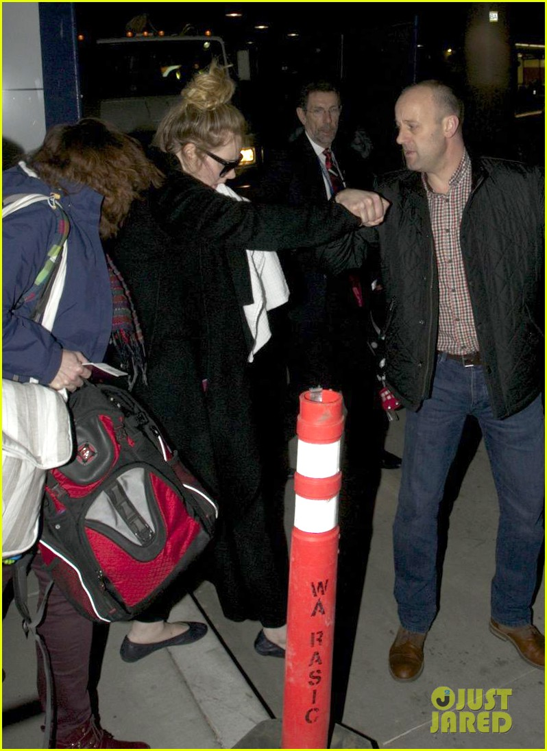 adele baby land in los angeles for golden globes 11