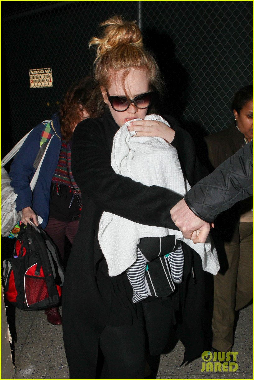 adele baby land in los angeles for golden globes 182788777