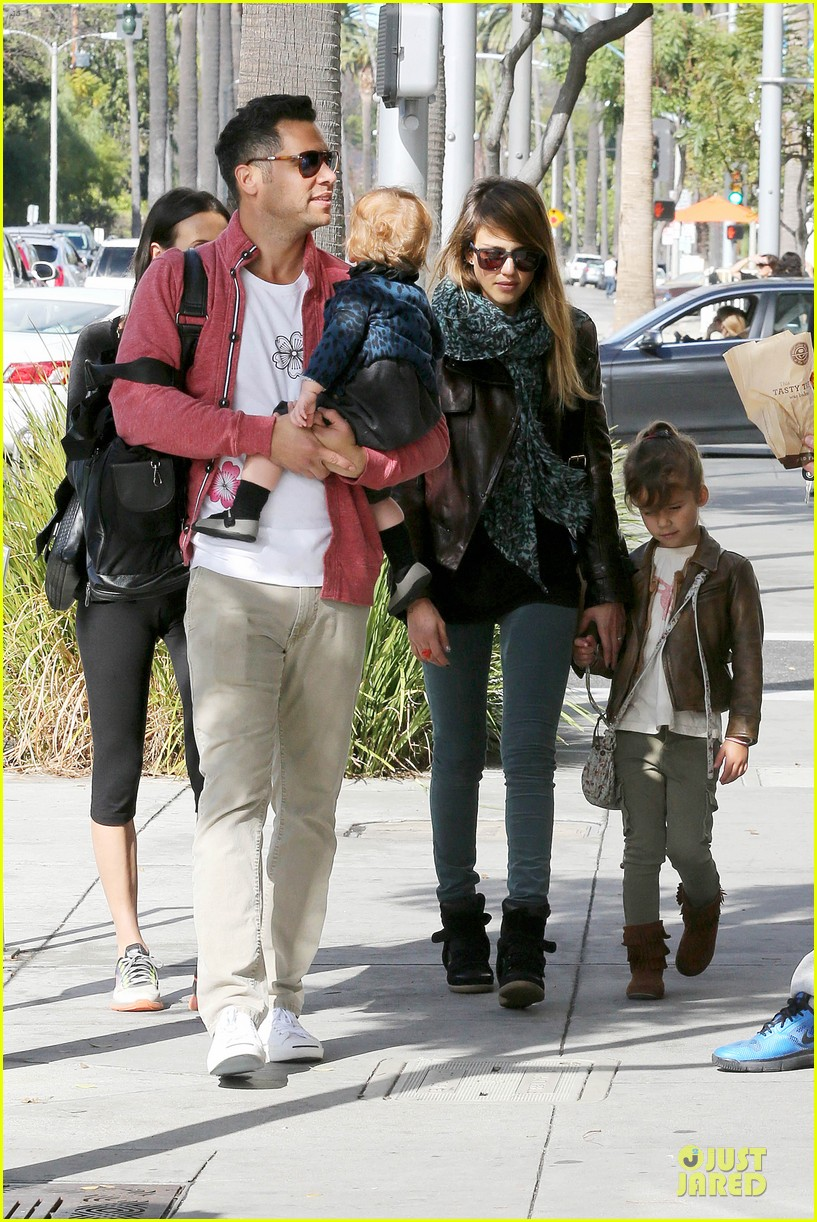 jessica alba honor loves being the older sister 142798961
