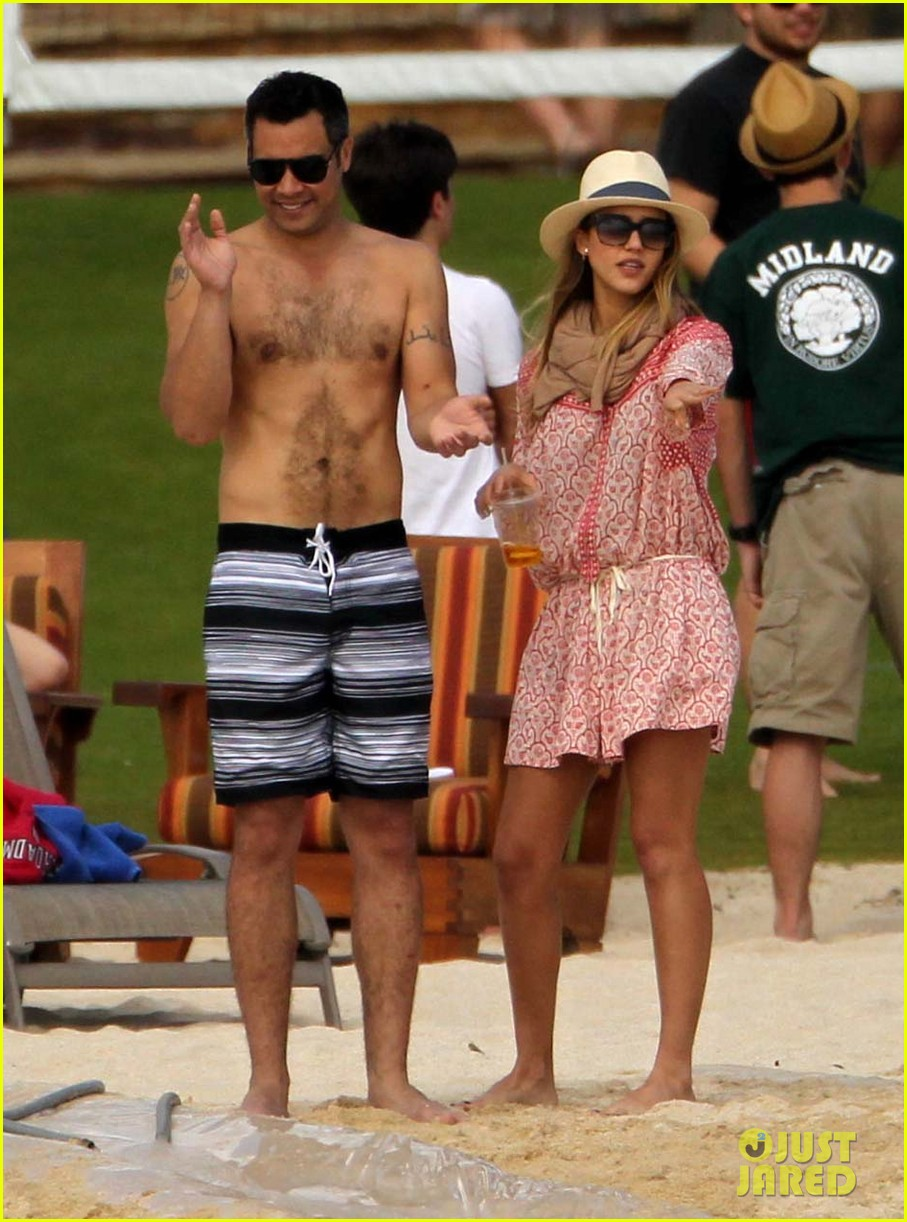 jessica alba cabo beach with shirtless cash warren 01