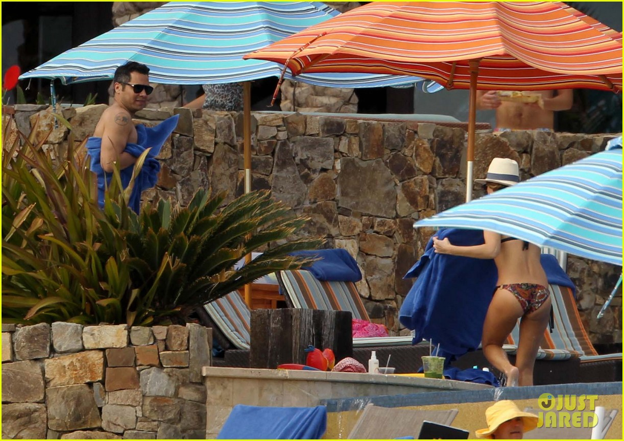 jessica alba cabo beach with shirtless cash warren 06