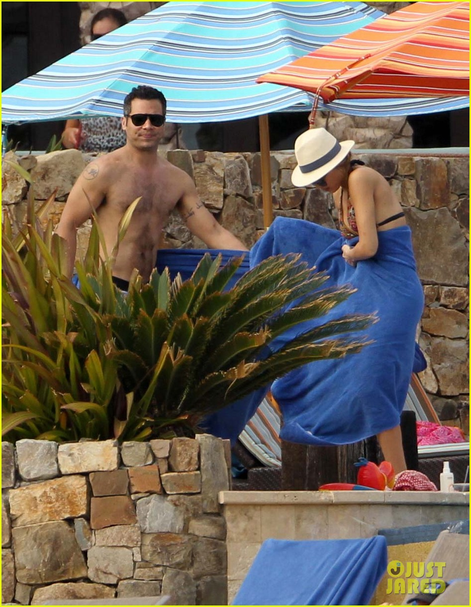 jessica alba cabo beach with shirtless cash warren 08