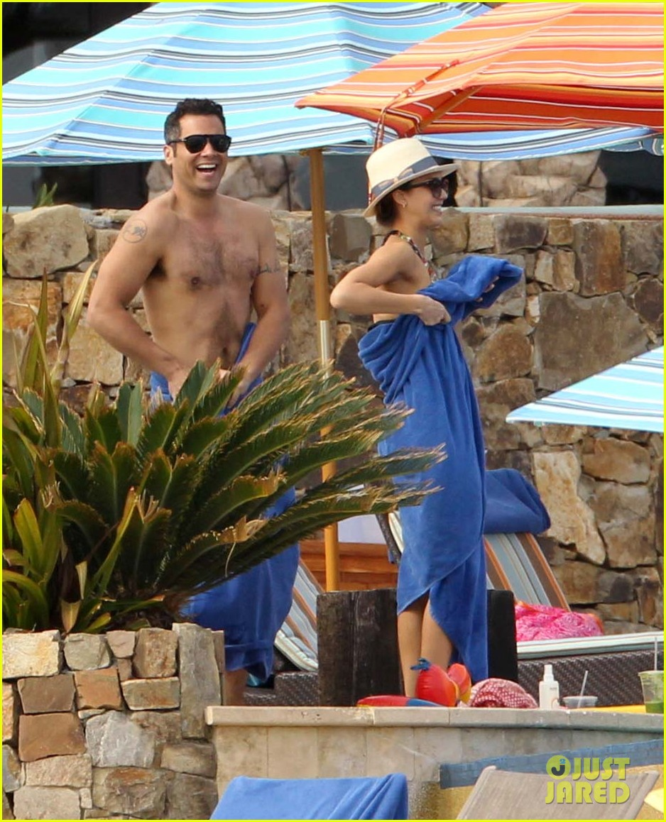 jessica alba cabo beach with shirtless cash warren 092784460