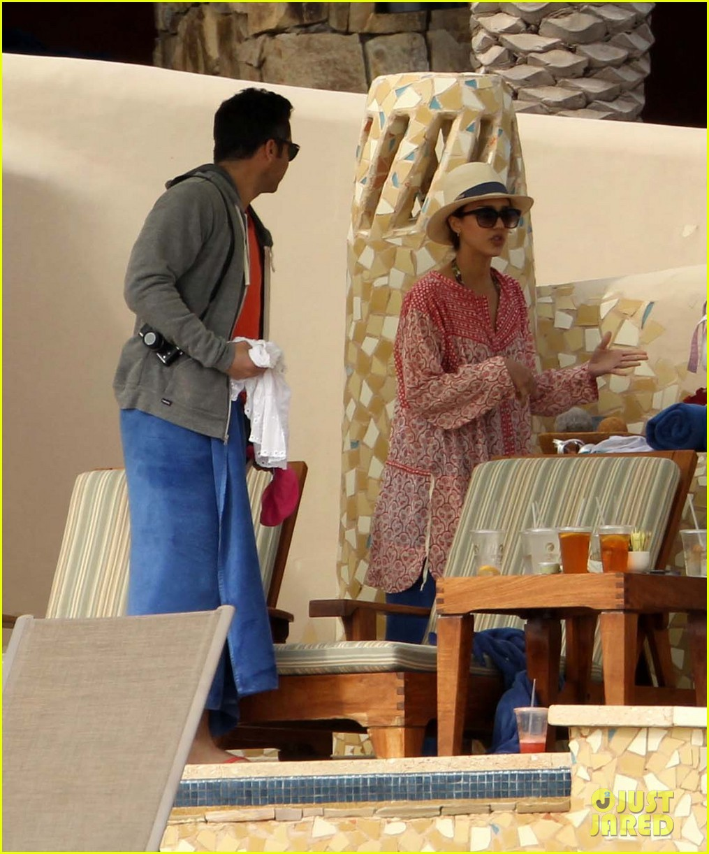 jessica alba cabo beach with shirtless cash warren 10