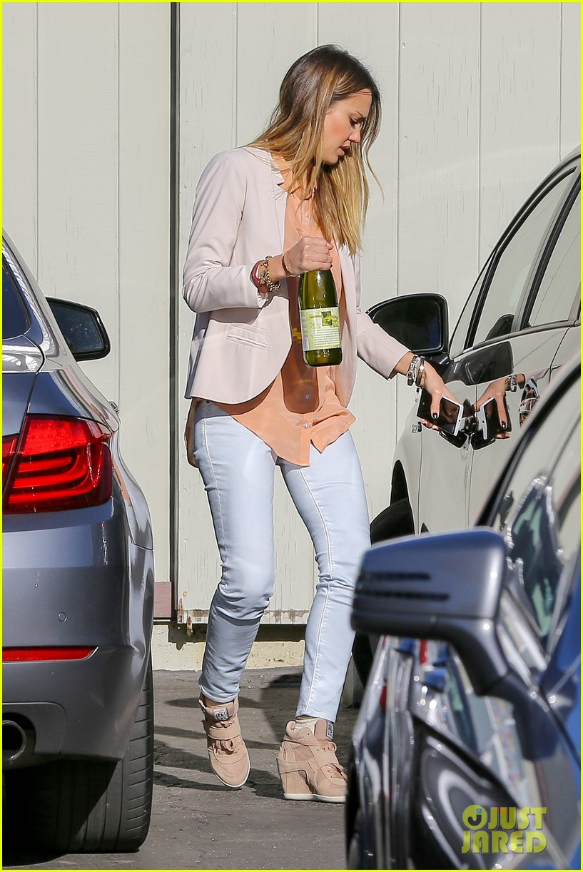 jessica alba paris vacation for pals birthday 112795043