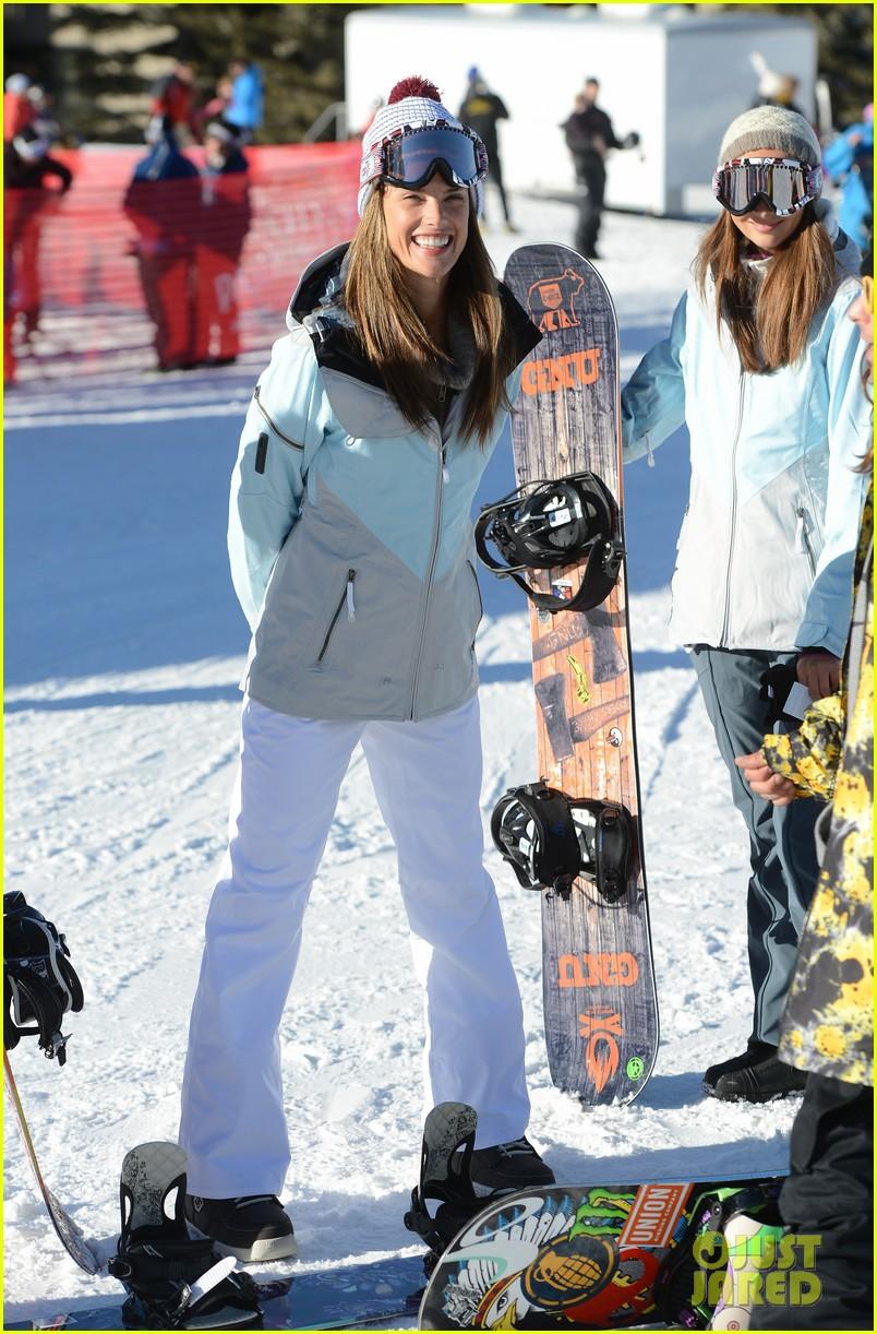 alessandra ambrosio sundance snowboarder 012795216