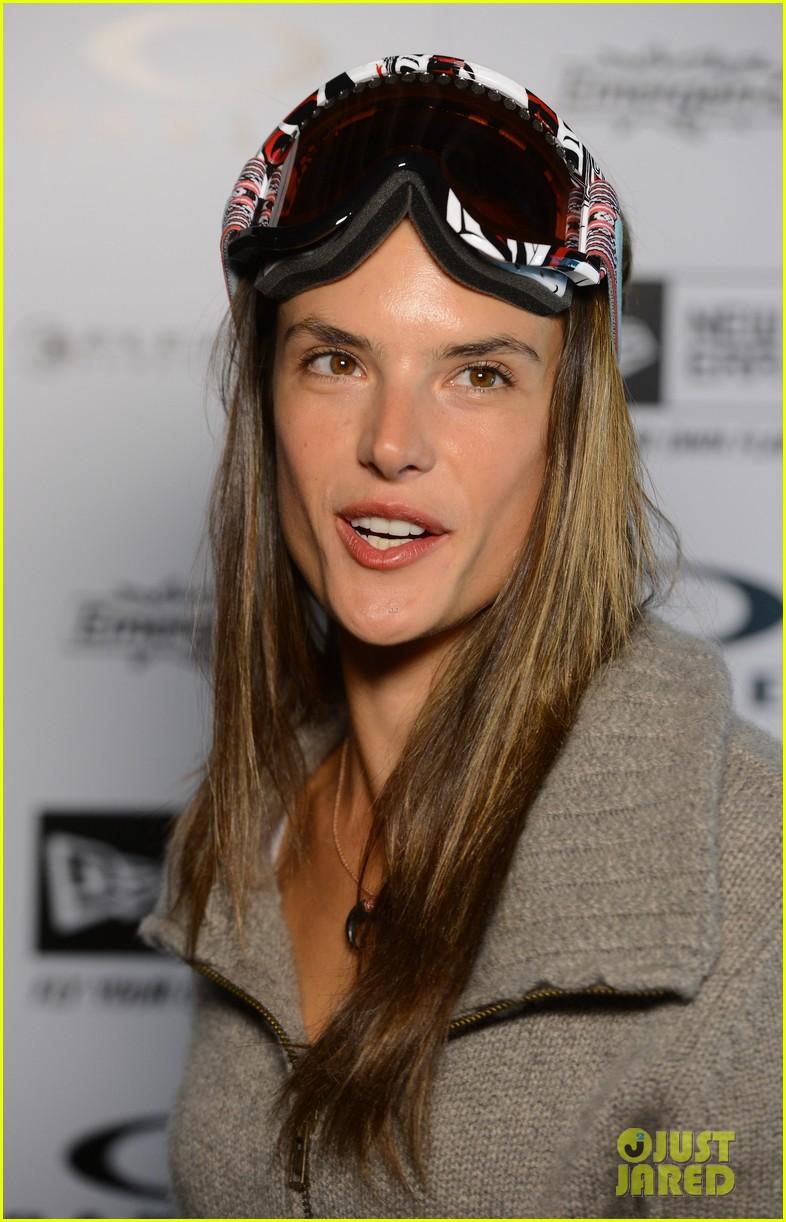 alessandra ambrosio sundance snowboarder 022795217
