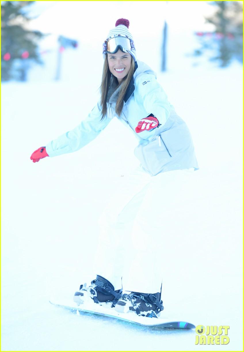 alessandra ambrosio sundance snowboarder 052795220
