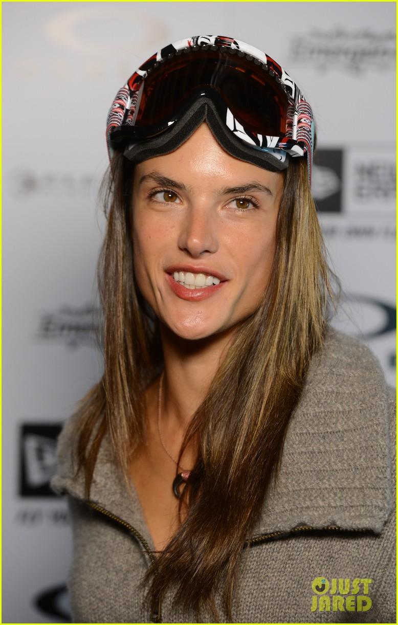 alessandra ambrosio sundance snowboarder 062795221
