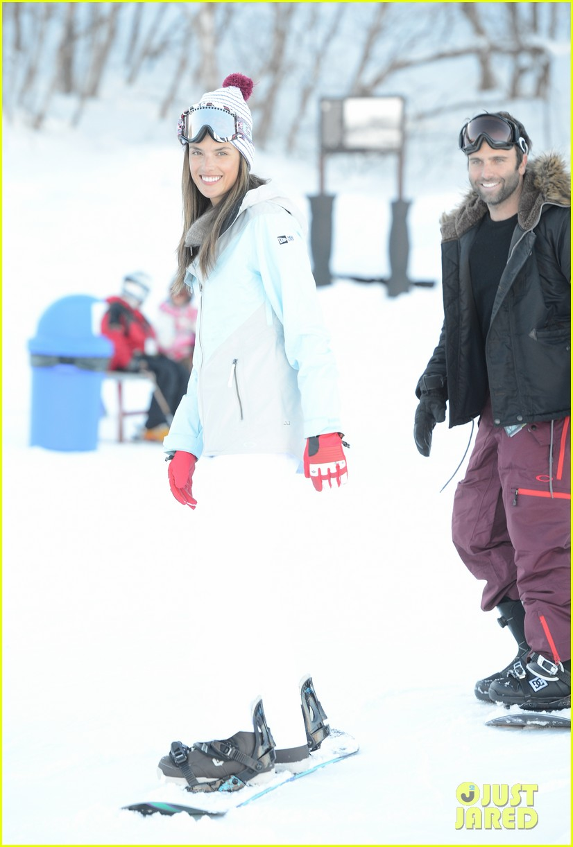 alessandra ambrosio sundance snowboarder 122795227