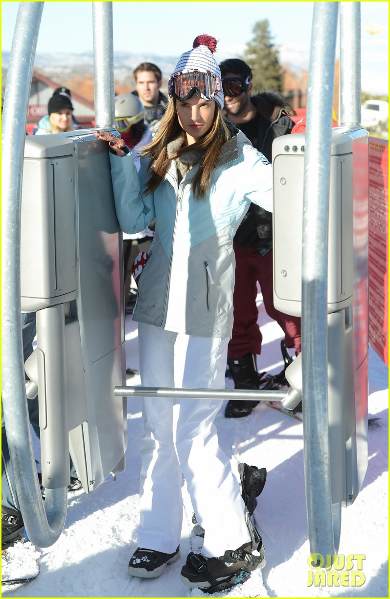 alessandra ambrosio sundance snowboarder 15
