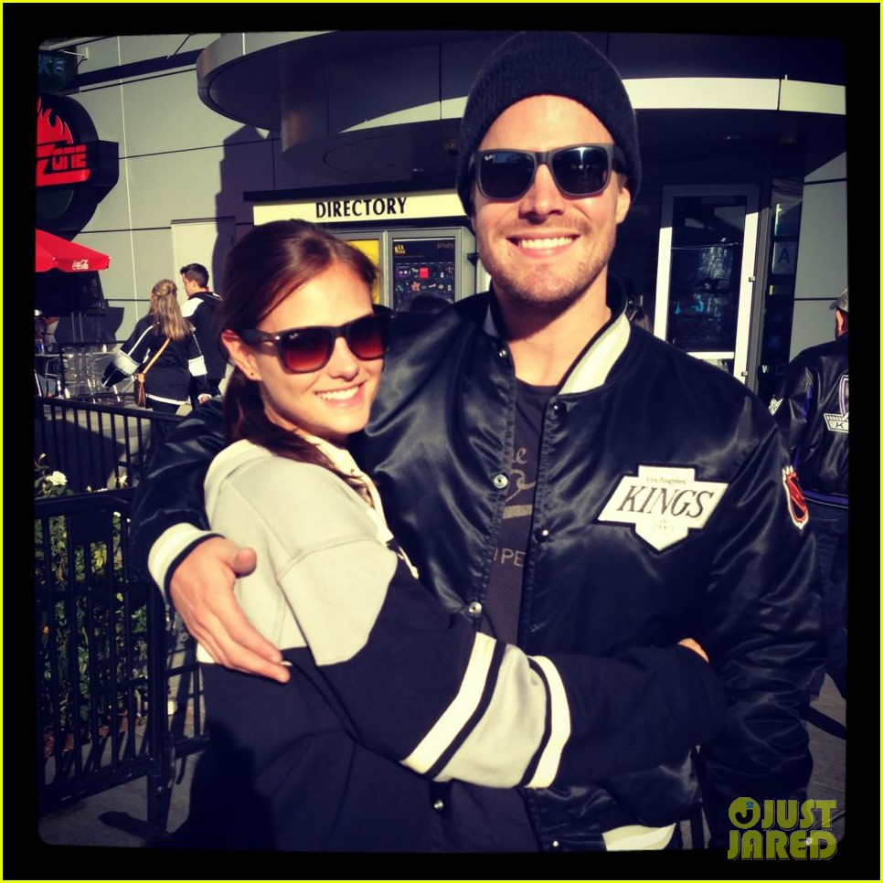 stephen amell new wife cassandra kings game couple 012796778