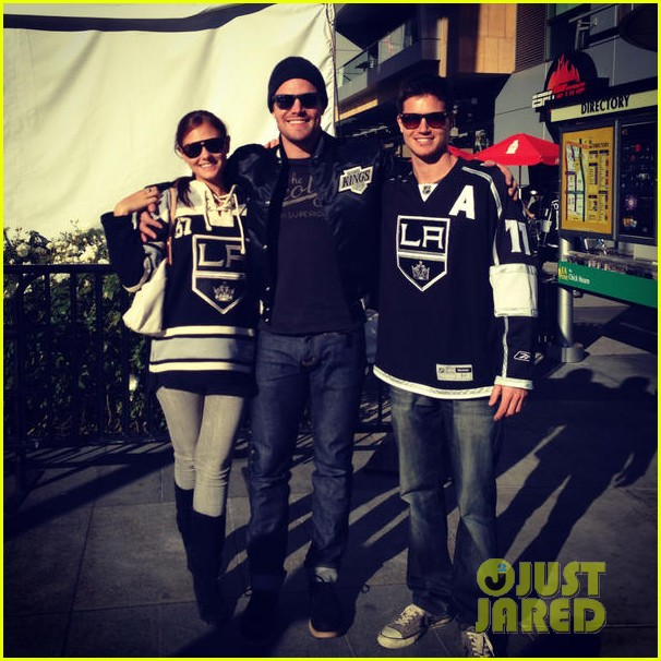 stephen amell new wife cassandra kings game couple 022796779
