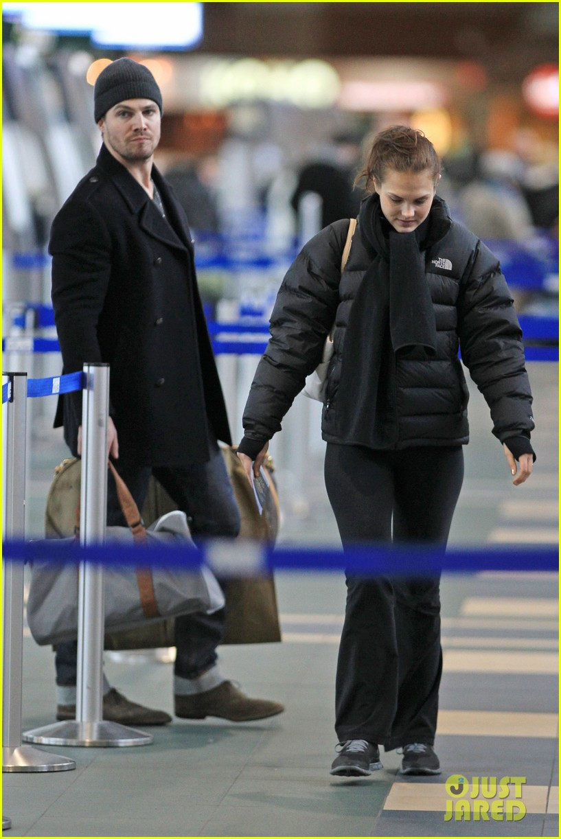 stephen amell big apple promo trip with wife cassandra 012801283