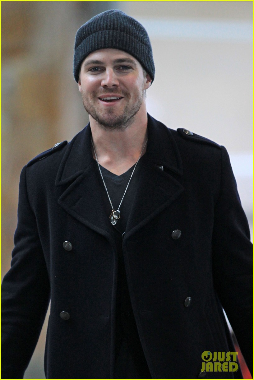 stephen amell big apple promo trip with wife cassandra 032801285