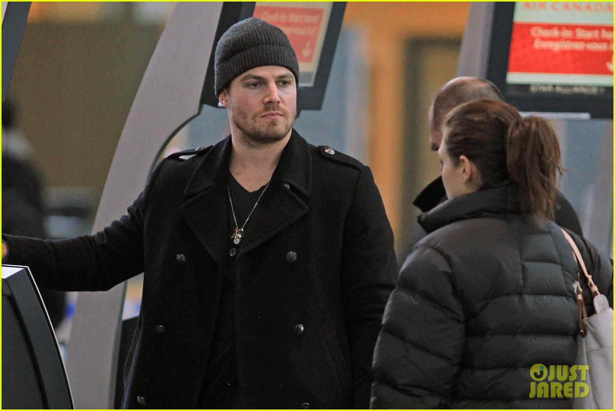 stephen amell big apple promo trip with wife cassandra 042801286