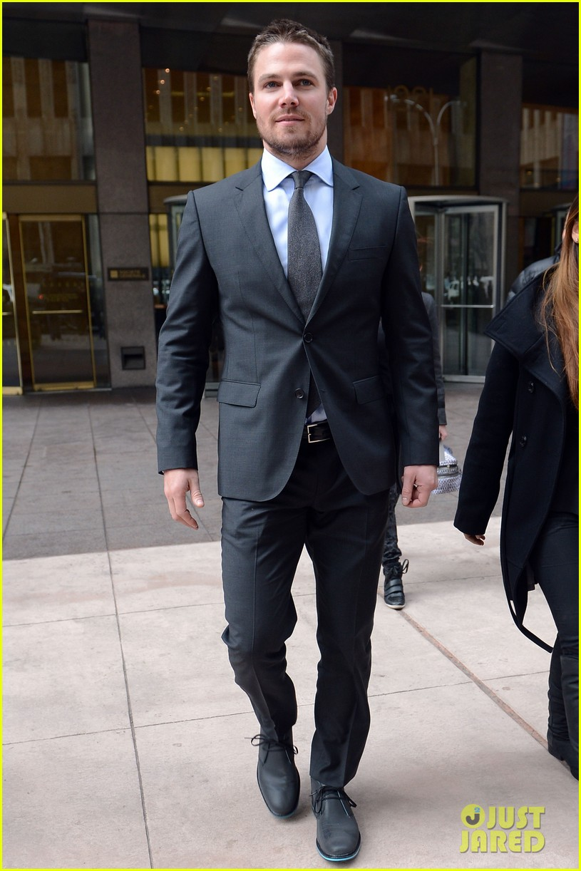 stephen amell big apple promo trip with wife cassandra 052801287