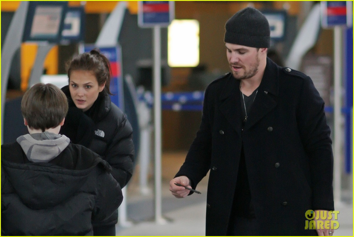 stephen amell big apple promo trip with wife cassandra 082801290