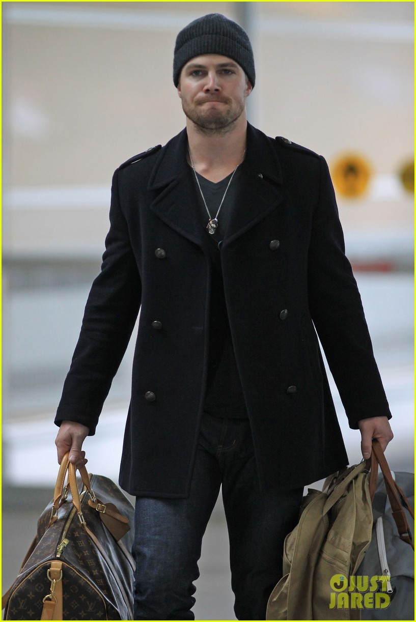 stephen amell big apple promo trip with wife cassandra 102801292