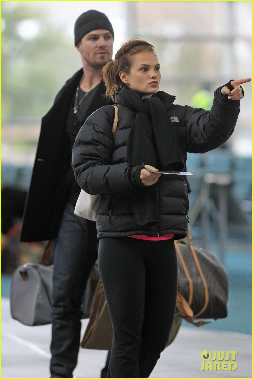 stephen amell big apple promo trip with wife cassandra 132801295