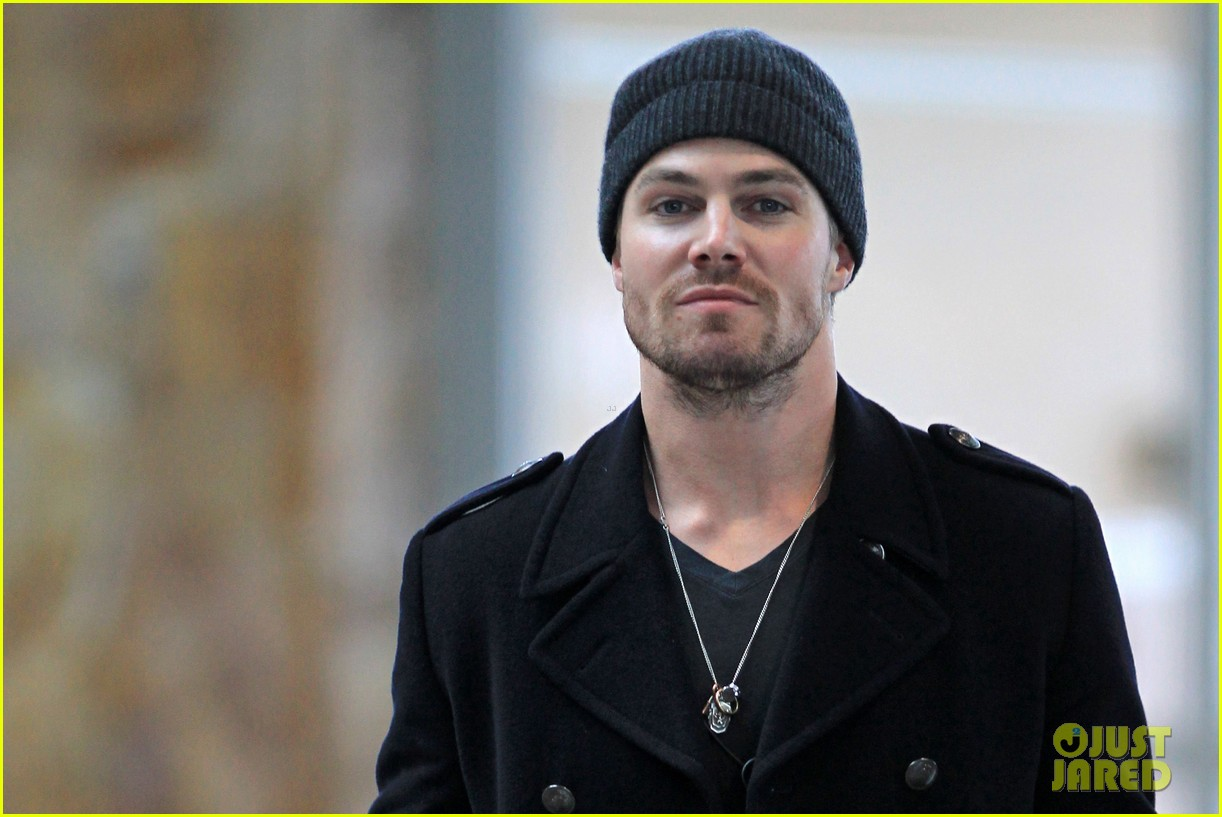 stephen amell big apple promo trip with wife cassandra 152801297