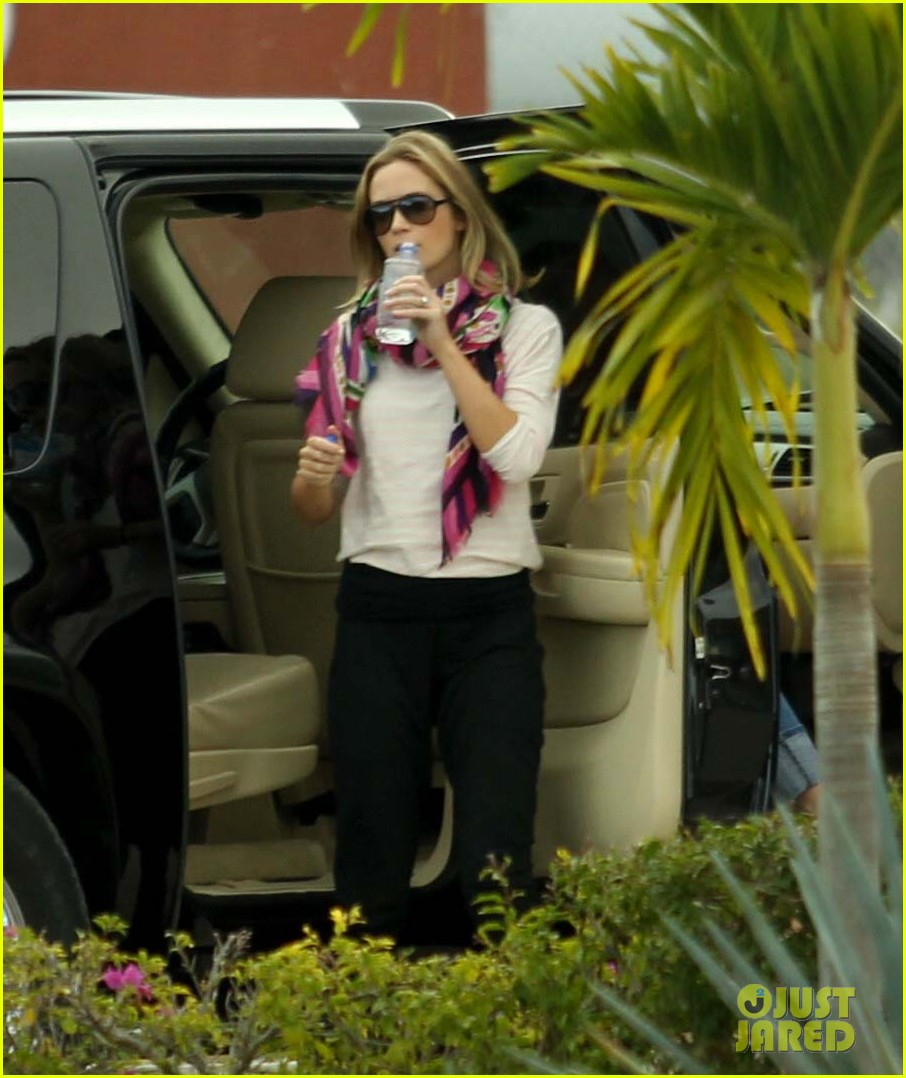 jennifer aniston justin theroux friends depart cabo 032784472