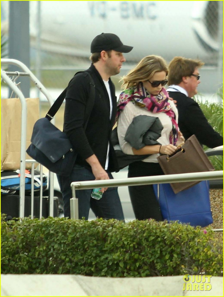 jennifer aniston justin theroux friends depart cabo 16