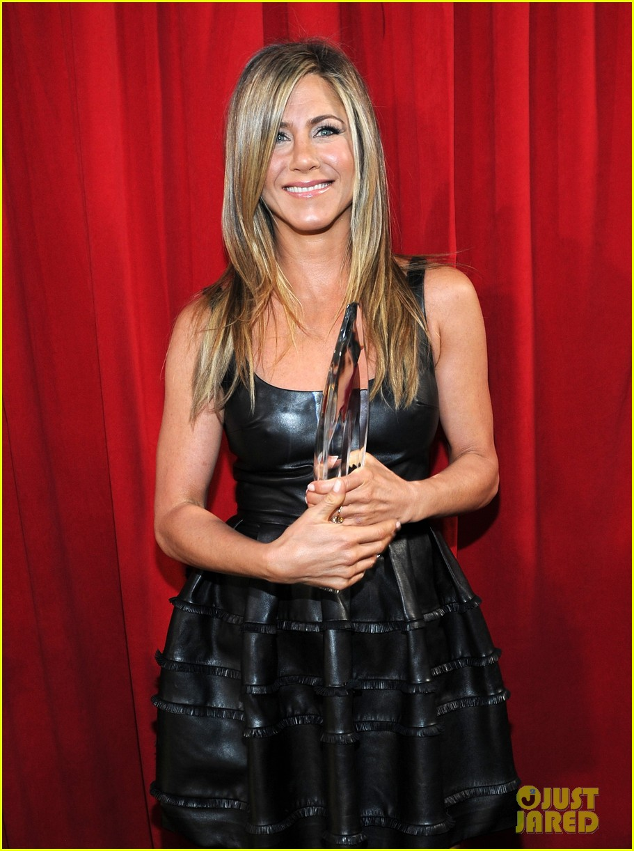 jennifer aniston peoples choice awards 2013 winner 02