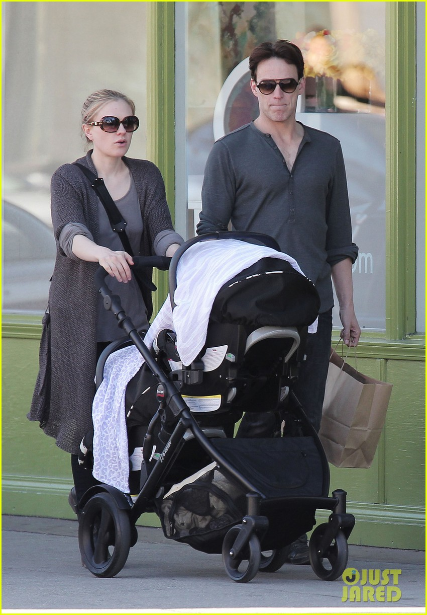 anna paquin stephen moyer shopping with the twins 01