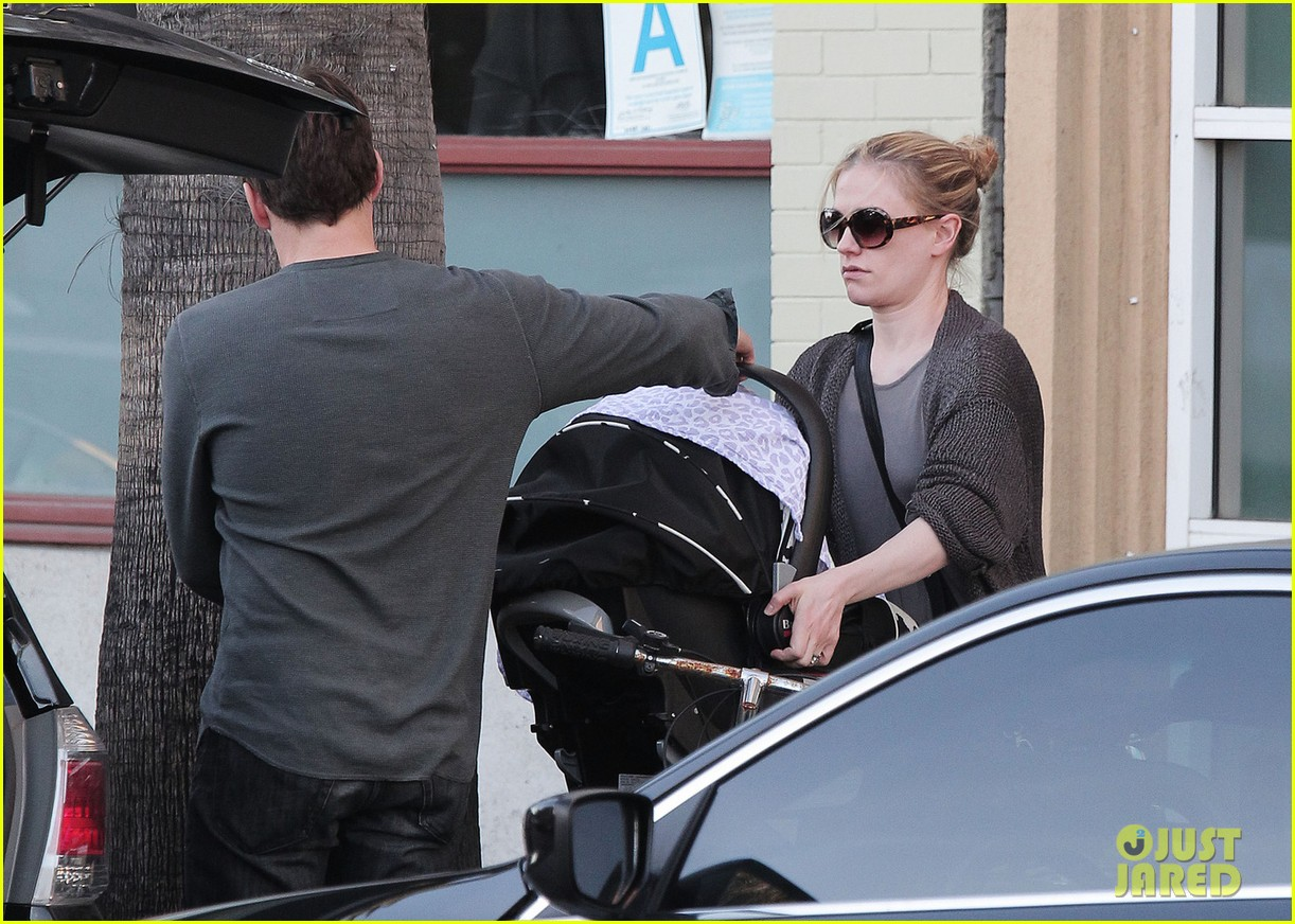anna paquin stephen moyer shopping with the twins 02