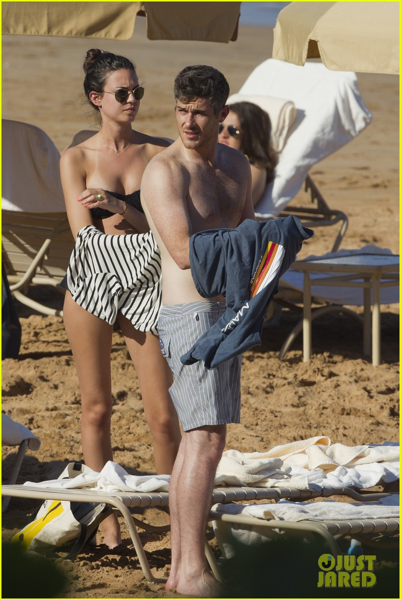 shirtless dave annable maui vacation with bikini clad wife odette 022790528