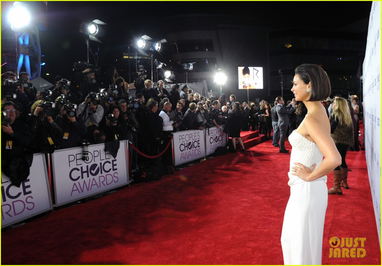 morena baccarin nathan fillion peoples choice awards 2013 132787921