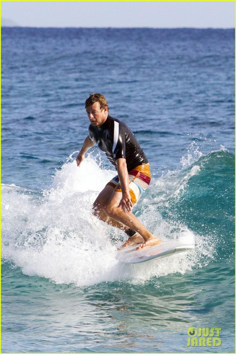 simon baker surfing in sydney 012782901