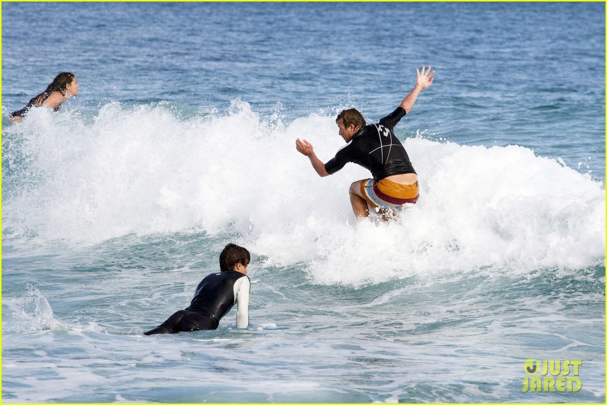 simon baker surfing in sydney 092782909