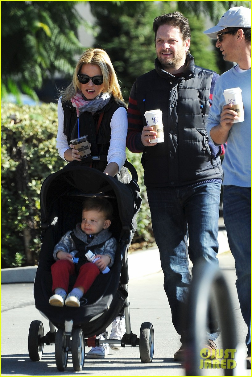elizabeth banks family outing 022785638