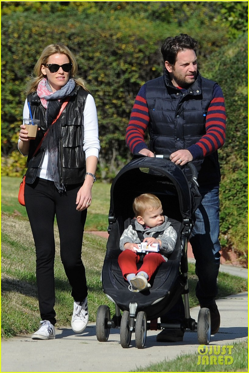 elizabeth banks family outing 042785640
