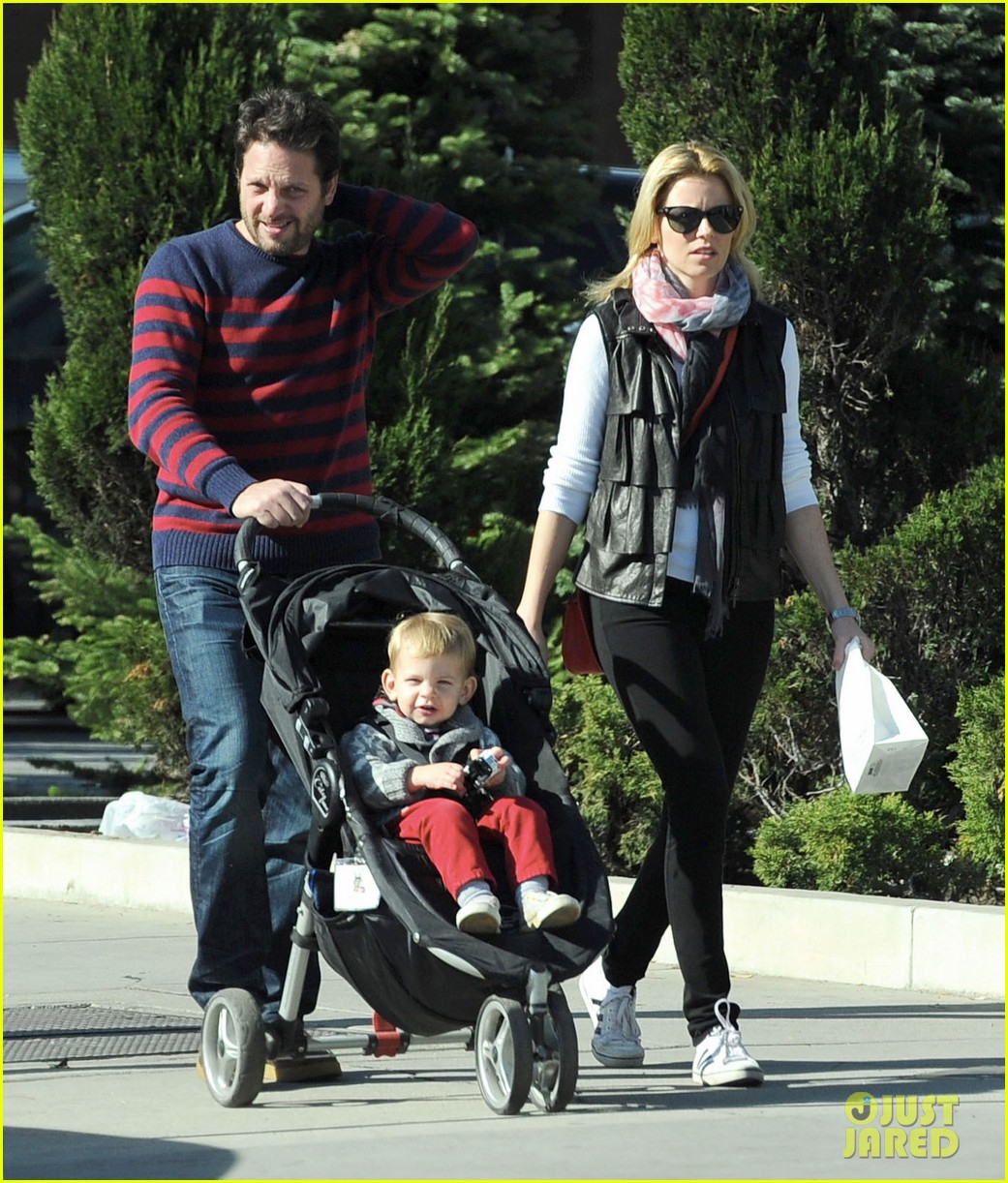 elizabeth banks family outing 072785643