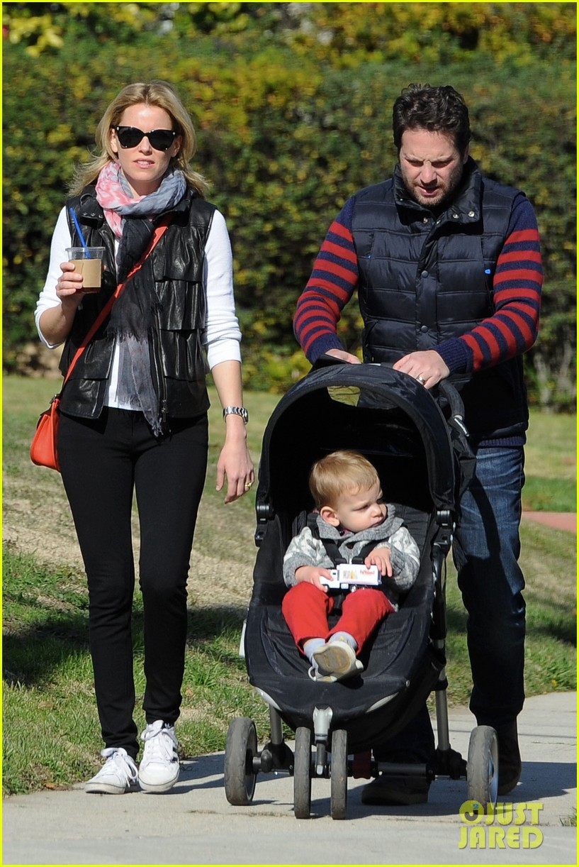 elizabeth banks family outing 08