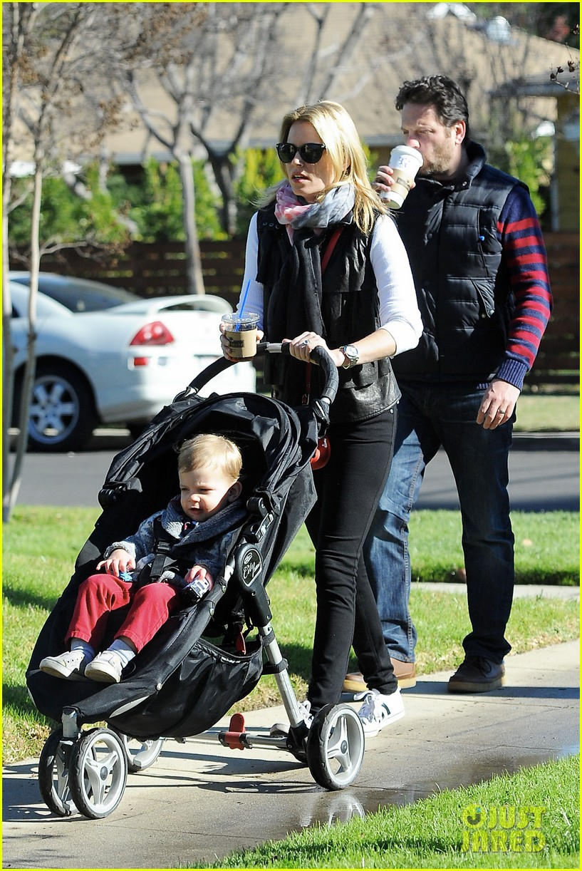 elizabeth banks family outing 182785654