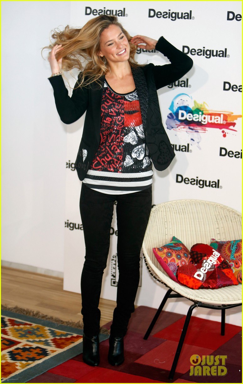 bar refaeli we love by desigual presentation 08