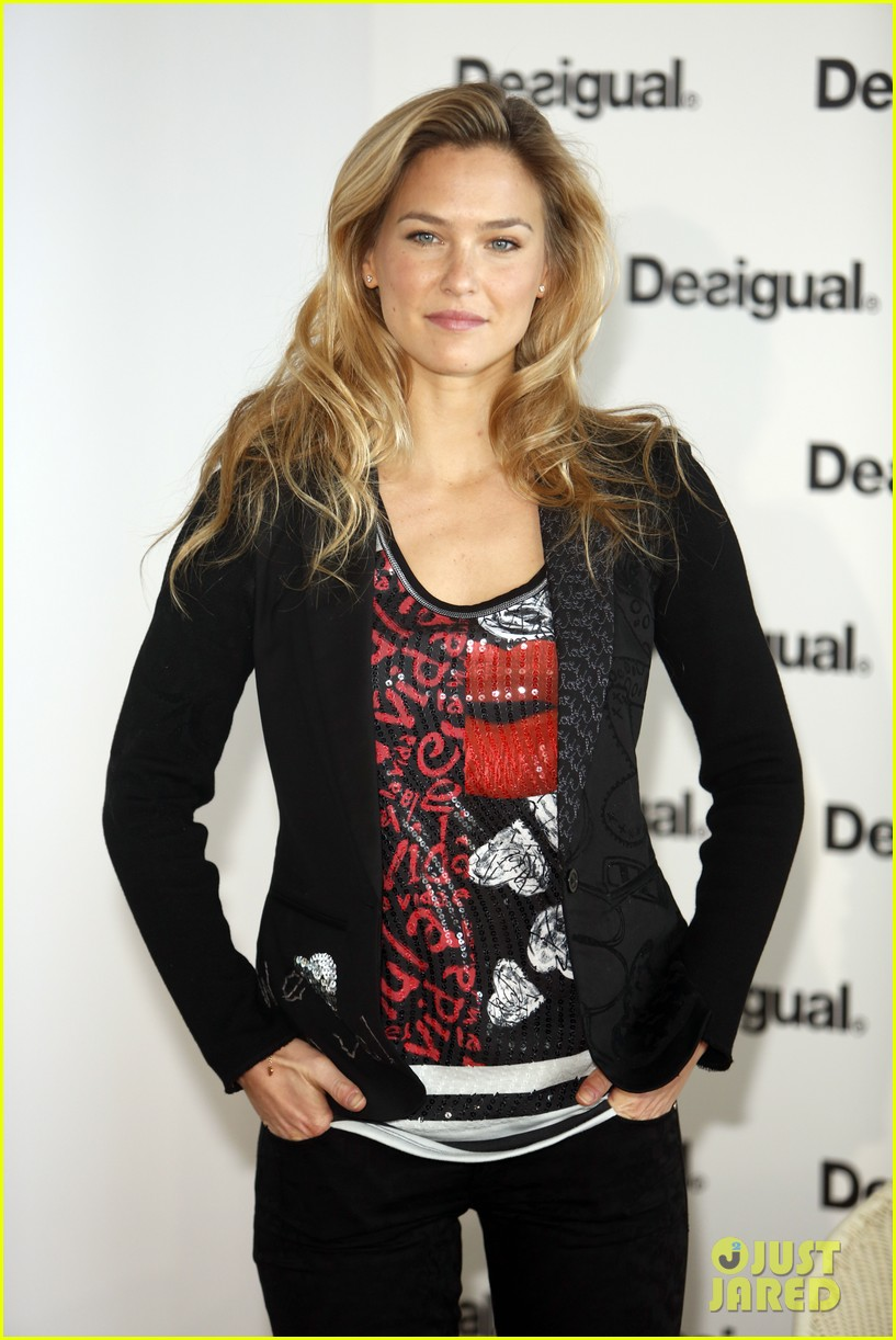 bar refaeli we love by desigual presentation 142800687