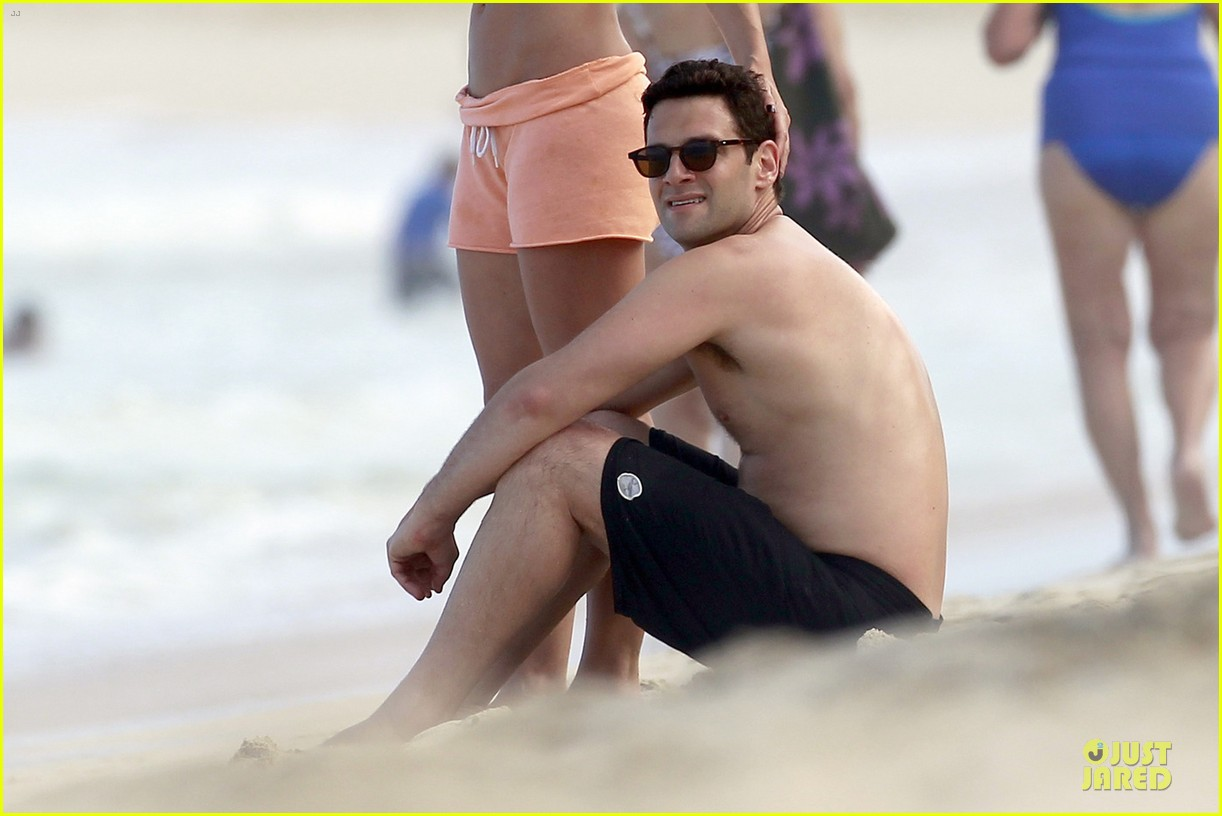 justin bartha shirtless maui vacation with mystery woman 02