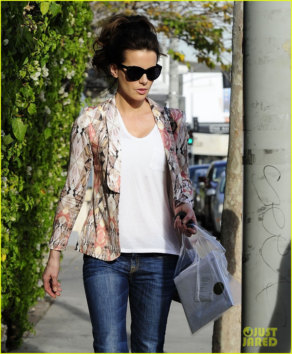 kate beckinsale melrose afternoon 02