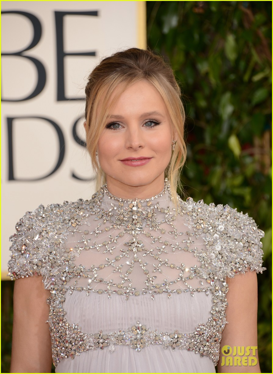 kristen bell golden globes 2013 red carpet dax shepard 04