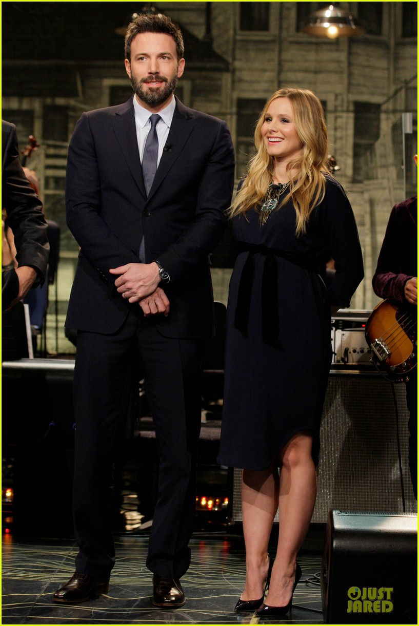 pregnant kristen bell tonight show with jay leno with ben affleck 02