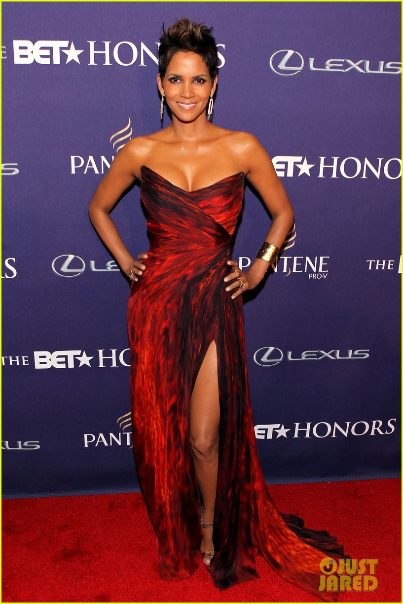 halle berry alicia keys bet honors 2013 red carpet 01