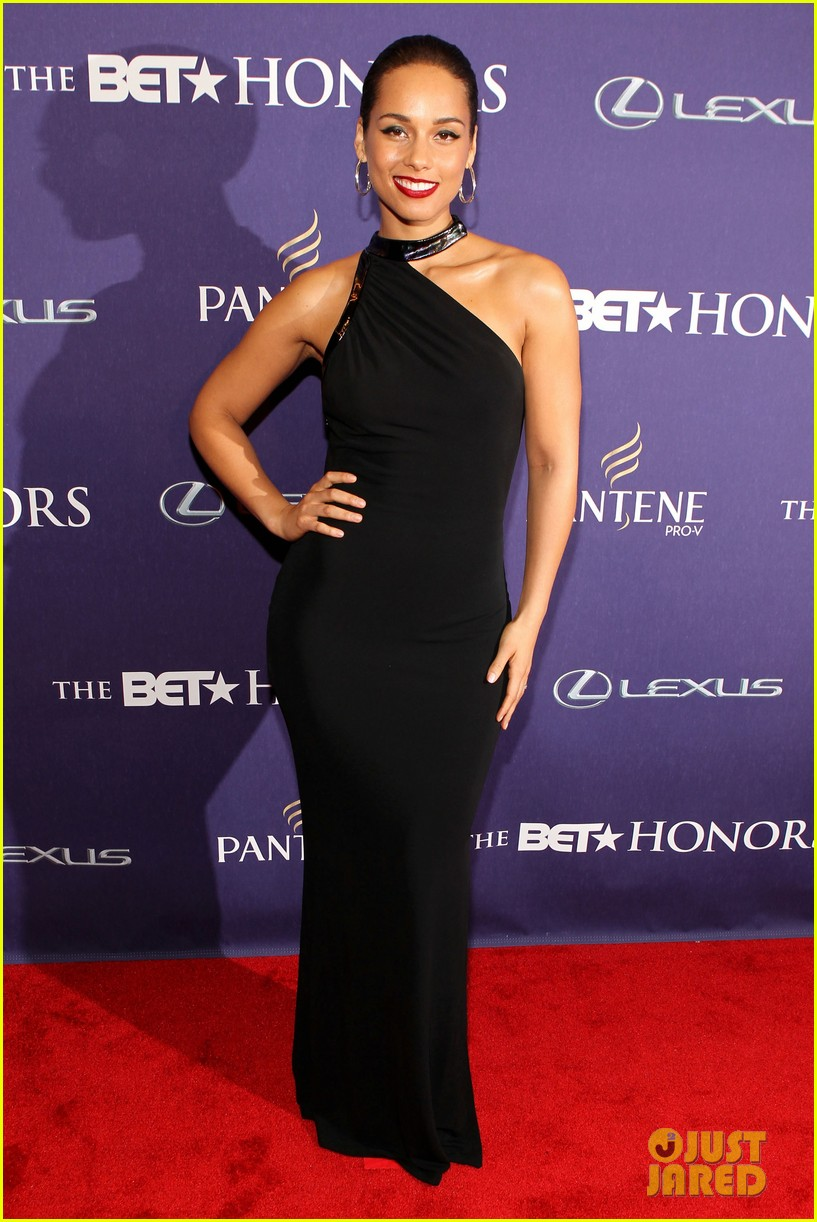 halle berry alicia keys bet honors 2013 red carpet 072790026