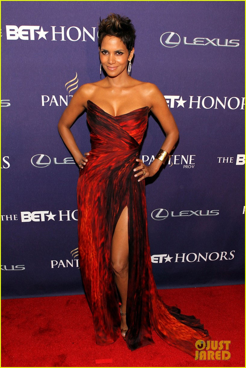 halle berry alicia keys bet honors 2013 red carpet 082790027