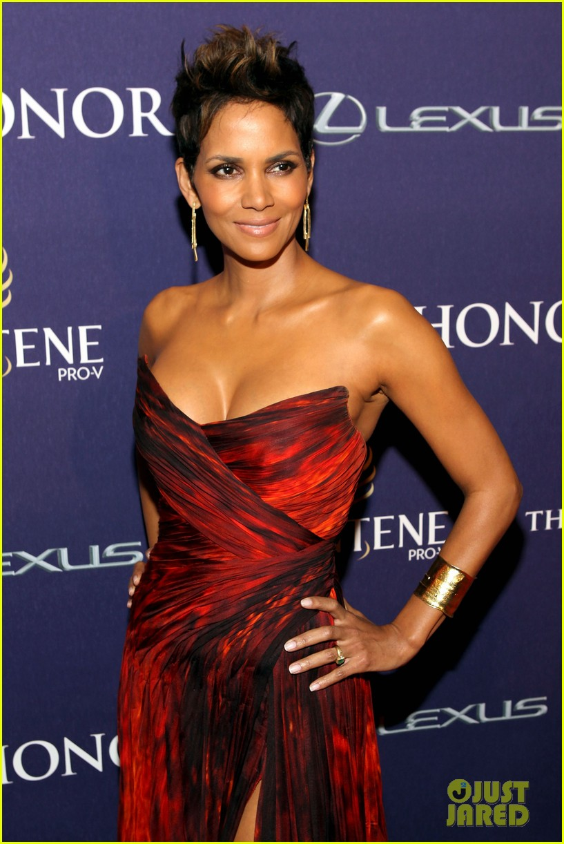 halle berry alicia keys bet honors 2013 red carpet 102790029